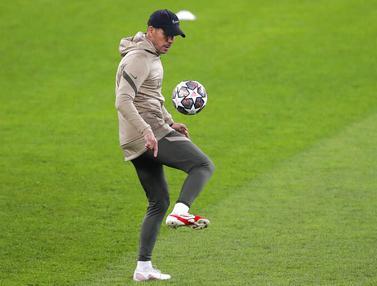 FOTO: Melihat Aksi Diego Simeone Unjuk Kebolehan Jelang Laga Atletico Madrid Kontra Chelsea