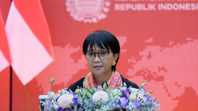 Menteri Luar Negeri Indonesia, Retno Marsudi, saat menghadiri press briefing yang digelar secara virtual pada Kamis (23/7/2020) oleh Kementerian Luar Negeri RI. (Photo credit: Kementerian Luar Negeri RI).