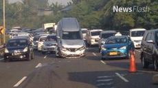 Terkait nasib pengemudi dan identitas pemilik mobil, polisi mengaku belum mendapat informasi.