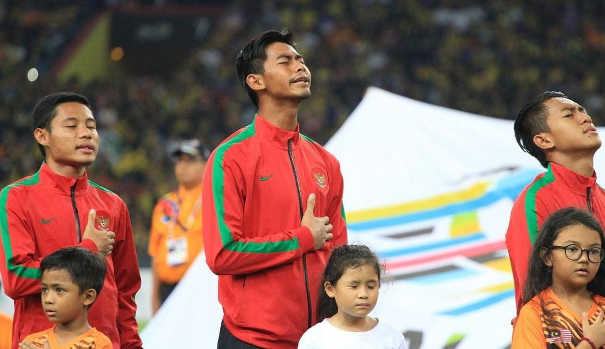 Satria Tama, kiper berusia 24 tahun yang baru saja meneken kontrak dengan Persebaya Surabaya. Sebelumnya, Satria bermain untuk Madura United. Sebagai kiper potensial, ia kerap diberi kesempatan menjadi kiper timnas Indonesia. (Liputan6.com/IG/@satriatama23)