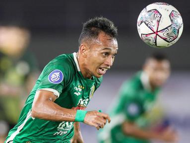 Kemenangan PSS Sleman tak lepas dari peran Irfan Jaya yang mencetak dua gol buat Super Elja. Kedudukan sempat imbang 2-2 sebelum akhirnya gol di penghujung waktu Eduardo Junior berhasil membuat Dejan Antonic puas dengan kemenangan tersebut. (Bola.com/Bagaskara Lazuardi)