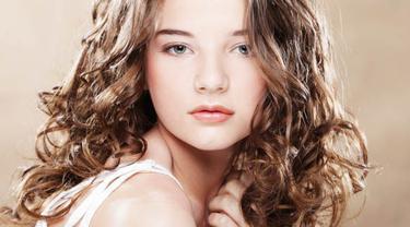 Tips Agar Rambut Ikal Dan Keriting Tidak Mengembang Beauty Fimela Com