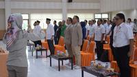 Para paslon Pilkada Sumsel saat akan menerima hasil tes kesehatan di KPUD Sumsel (Liputan6.com / Nefri Inge)