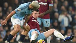 Aksi Sergio Aguero pada laga lanjutan Premier League yang berlangsung di Stadion Etihad, Manchester, Kamis (28/2). Manchester City menang 1-0 atas West Ham United. (AFP/Oli Scarff)