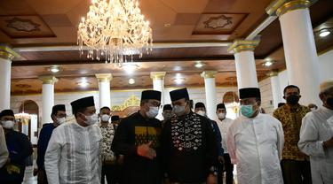 Gubernur DKI Jakarta Anies Baswedan dan Ridwan Kamil bertemu di Sumedang, Jawa Barat. (Istimewa)