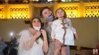 Pasangan Asal Dubai Umumkan Jenis Kelamin Bayi di Gedung Burj Khalifa. foto: Youtube 'anasala family'