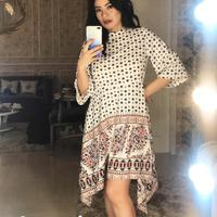 Titi Kamal mengenakan koleksi Minimal. (Instagram/titikamal)