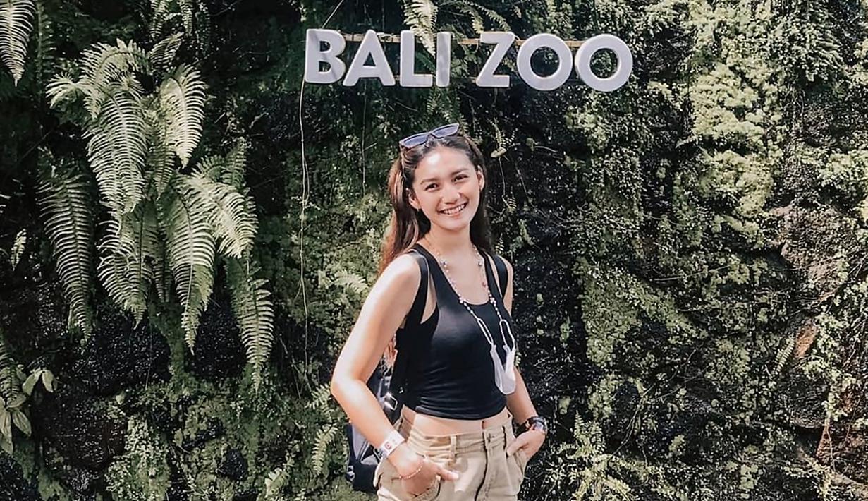 Meniti karier dunia hiburan sejak tahun 2015, Fiolina Tejaay mengawali kepopulerannya sebagai model. Pada tahun 2019 menjadi debut aktingnya sebagai Tiwik dalam sinetron Merindu Baginda Nabi yang ditayangkan oleh SCTV. (Liputan6.com/IG/@fiolinatejaay)