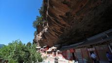 Pemandangan Xianrenya atau Tebing Abadi di objek wisata Gunung Maiji, Tianshui, Provinsi Gansu, China, Selasa (7/7/2020). (Xinhua/Ma Xiping)