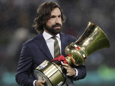 Kabar mengejutkan datang dari klub juara Serie A musim 2019-2020, Juventus. Tim berjulukan La Vecchia Signora itu resmi menunjuk Andrea Pirlo sebagai pelatih baru. (AFP/Isabella Bonotto)