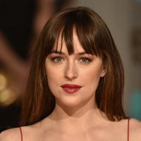 Pemeran Anastasia Steele dalam film Fifty Shades of Grey telah meluangkan waktunya untuk posting foto selfie di instagram. (AFP/Bintang.com)