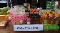 Penampakan kosmetik palsu dari hasil penggerebekan pabrik di kawasan Tambora, Jakarta Barat, Selasa (15/5). Pengungkapan kasus berkat kerja sama BPOM RI bersama Biro Korwas PPNS Bareskrim Mabes Polri. (Liputan6.com/Arya Manggala)