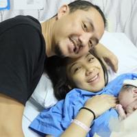 Istri Ananda Omesh, Dian Ayu Lestari, melahirkan bayi laki-laki (Instagram/@omeshomesh)