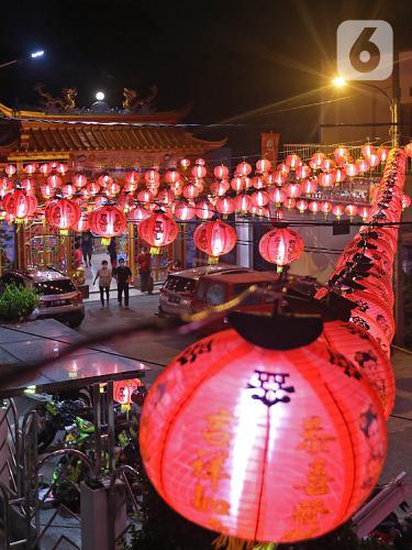 Ritual Sembahyang di Malam Tahun Baru Imlek