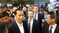 Jokowi ajak bos Facebook Mark Zuckerberg blusukan ke Tanah Abang. (Liputan6.com/Luqman Rimadi)