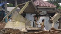 Fenomena tanah bergerak dan ambles di Jalan Swadaya, Kelurahan Cimahpar, Kecamatan Bogor Utara, Kota Bogor, Sabtu (2/3/2019). (Liputan6.com/Achmad Sudarno)