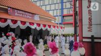 Anggota Paskibra mengibarkan bendera merah putih pada upacara peringatan Hari Sumpah Pemuda di Museum Sumpah Pemuda, Jakarta, Senin (28/10/2019). Upacara yang diikuti sejumlah pelajar ini diselenggarakan dalam rangka memperingati Hari Sumpah Pemuda ke-91. (liputan6.com/Faizal Fanani)