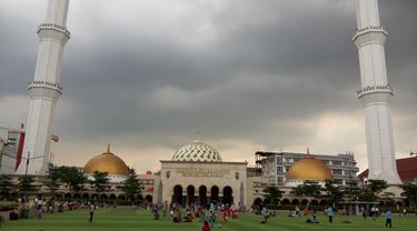 Sensasi Wisata Atas Bawah di Masjid Raya Bandung