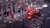 Ledakan Bus Double Decker oleh simpatisan IRA di London, 18 Februari 1996 (AFP)