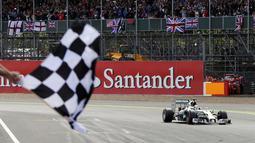 Pembalap Formula Satu dari tim Mercedes, Lewis Hamilton, tampil tercepat di GP Inggris dengan catatan waktu 2:26:52,094 detik, (6/7/2014). (REUTERS/Francois Lenoir)