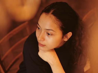 Nampaknya, Putri Marino merupakan penggemar warna hitam. Pemain film 'Posesif' ini kerap memakai baju hitam dalam berbagai kesempatan. Dari bergaya formal hingga casual, penampilan ibu dari Surinala ini terlihat memukau. (Liputan6.com/IG/@putrimarino)