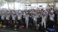 Sekitar 1.200 siswa baru SMA dari berbagai sekolah se-Jawa Timur, mendatangi Markas Komando Armada (Koarmada) II Surabaya (Foto:Liputan6.com/Dian Kurniawan)