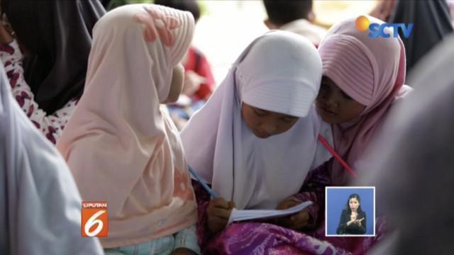 Pasangan suami istri di Bekasi, Jawa Barat, membuat Rumah Pintar Aisha untuk mengembangkan kemampuan menulis anak-anak dengan gratis.