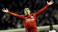 Selebrasi Luis Suarez yang mencetak satu-satunya gol kemenangan Liverpool ketika menjamu Everton di Anfield, Liverpool, pada partai lanjutan Liga Premier, 10 Desember 2011. AFP PHOTO/PAUL ELLIS
