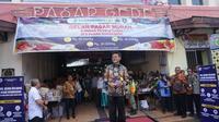 Menteri Pertanian Syahrul Yasin Limpo ketika sedang membuka operasi pasar murah bawang putih dan cabai di Pasar Gede Solo, Kamis (13/2).(Liputan6.com/Fajar Abrori)