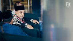 Anggota DPR dari Fraksi PKS, Tamsil Linrung berada di ruang tunggu sebelum menjalani pemeriksaan oleh penyidik KPK, Jakarta, Jumat (12/1). Tamsil memenuhi panggilan sebagai saksi kasus korupsi proyek pengadaan e-KTP. (Liputan6.com/Faizal Fanani)