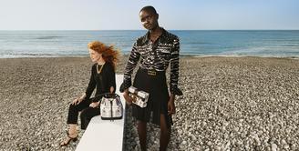 Kejutan seru hadir dalam koleksi fall-winter 2021. Louis Vuitton menyuguhkan kolaborasi terbarunya secara istimewa. Brand asal Prancis ini menjelajahi dunia kreatif unik bersama studio desain artistik terkenal Italia, yaitu Fornasetti. (Foto:  dok. Louis Vuitton )