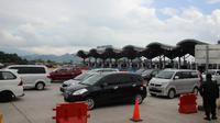Suasana lalu lintas di Tol Cipali masih terpantau padat. (Liputan6.com/Panji Prayitno)