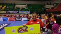 Pemain Jakarta PGN Popsivo Polwan, Aprilia Manganang, dinobatkan jadi pemain terbaik Proliga 2019 di GOR Amongrogo, Yogyakarta, Sabtu (23/2/2019). (Bola.com/Vincentius Atmaja)