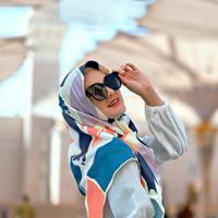 Luna Maya lembali ramai dibicarakan saat mengenakan hijab (Dok.Instagram/@lunamaya/https://www.instagram.com/p/Bu8AspOlsM7/Komarudin)