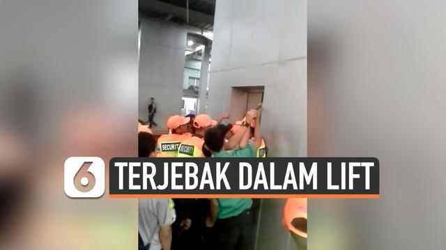 7 penumpang kereta api terjebak di dalam lift stasiun Parung panjang. Peneyelamatan oleh petugas Keamanan Berlangsung dramatis hingga menggunakan linggis.