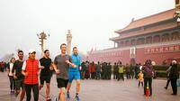 Mengapa Zuck bisa diprotes netizen hanya karena ia mengunggah foto sedang jogging di Negeri Tirai Bambu?
