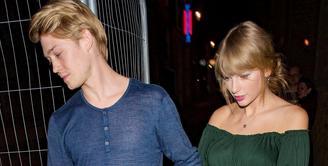 Joe Alwyn akhirnya angkat bicara mengenai hubungannya dengan Taylor Swift. (People Magazine)