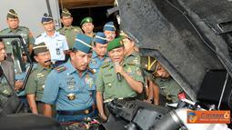 Citizen6, Cilangkap: Penyerahan prototipe Rantis hasil Working Group TNI kepada Panglima TNI Laksamana TNI Agus Suhartono dilakukan di Mabes TNI Cilangkap, Senin (8/8). (Pengirim: Badarudin Bakri)