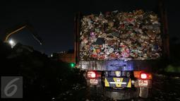 Aroma yang tak sedap menusuk hidung dari setiap penjuru Bantar Gebang yang merupakan tempat pengolahan sampah terbesar di Indonesia tersebut. (Liputan6.com/Johan Tallo)