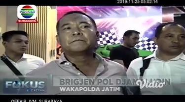 Tim Gabungan Reskrim Umum dan Khusus Polda Jatim, menggerebek sebuah arena judi ketangkasan, di dua tempat di Surabaya. Dalam penggerebekan, selain membawa sejumlah pegawai dan pengelola,  sedikitnya 53 orang penjudi diamankan.
