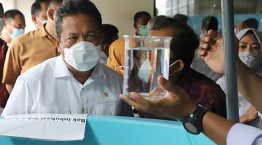 Menteri Kelautan dan Perikanan Sakti Wahyu Trenggono melakukan kunjungan ke Balai Besar Riset Budidaya Laut dan Penyuluhan Perikanan (BBRBLPP) di Kabupaten Buleleng, Bali. (Dok KKP)