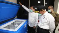 Menko PMK Muhadjir Effendy dan Menteri Kesehatan Terawan Agus Putranto meninjau simulasi vaksin COVID-19 di RSPI Sulianti Saroso, Jakarta pada Rabu, 16 Desember 2020. (Kemenko PMK)