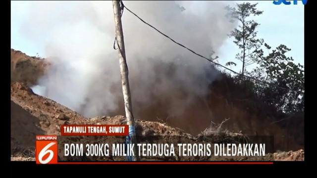 Kapolda Sumatera Utara Irjen Pol Agus Andrianto ikut memantau peledakan bom.