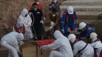 Sebanyak enam Pekerja Migran Indonesia dan satu jenazah yang bekerja di Kapal Ikan China, berhasil direpatriasi ke Tanah Air melalui jalur laut Batam. (Liputan6.com/ Ajang Nurdin)