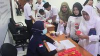Sejumlah pejabat di Pemerintah Provinsi Riau jalani tes urine oleh Badan Narkotika Nasional. (Liputan6.com/M Syukur)