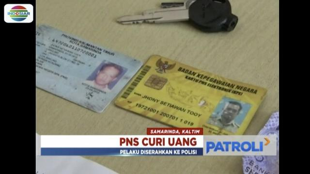 Pria mengaku PNS tertangkap basah curi kotak amal masjid di Samarinda, Kalimantan Timur.
