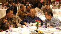 Panglima Jendral TNI Gatot Nurmantio, Kepala Staf Presiden Teten Masduki, dan Menkominfo Rudi Antara saat berbincang pada acara Silaturahmi Dewan Pers dengan Masyarakat Pers di Hotel Aryaduta Jakarta, Jumat (14/7). (Liputan6.com/Angga Yuniar)