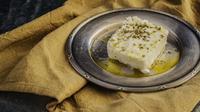 Tampilan keju feta yang teksturnya lembut. (dok. Pixabay.com/Esther Novita Inochi)