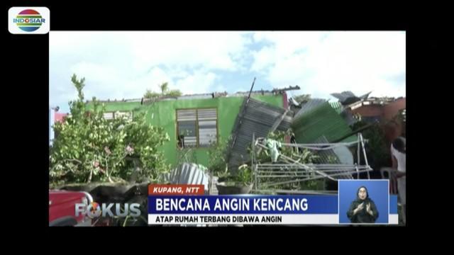Angin kencang rusak setidaknya 100 rumah di Kota Kupang, Nusa Tenggara Timur (NTT) pada Kamis (28/2) sore.