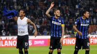 PERSEMBAHKAN - Fredy Guarin mempersembahkan gol tunggalnya ke gawang AC Milan bagi anak-anaknya tercinta. ( REUTERS/Giorgio Perottino)